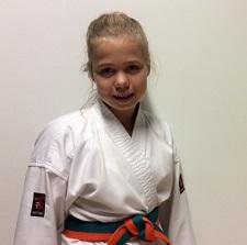 Kimberley traint karate bij dé karateschool voor Burgum en omstreken